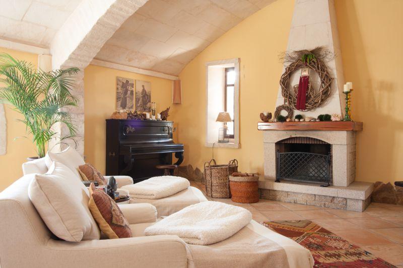 vaulted hall. Black Bedroom Furniture Sets. Home Design Ideas
